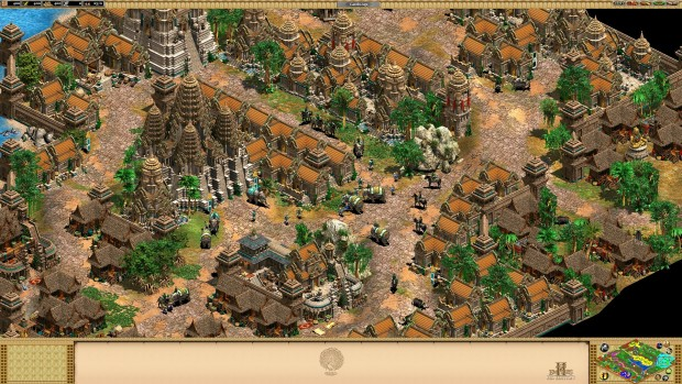 Age of Empires 2 HD: Rise of Rajas screenshot showing off a large city