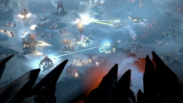 Elder fighting Space Marines on an ice world in Dawn of War 3
